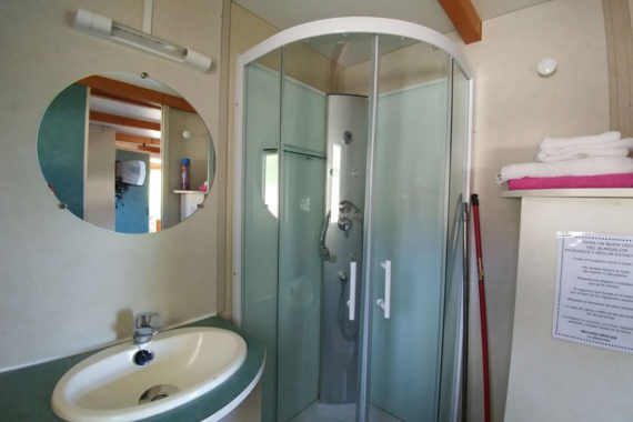 Bungalow 4pax (baño)